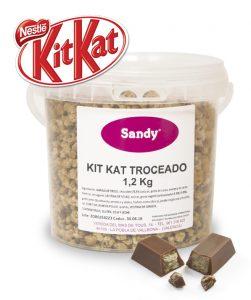 helado Sandy con topping Kit Kay